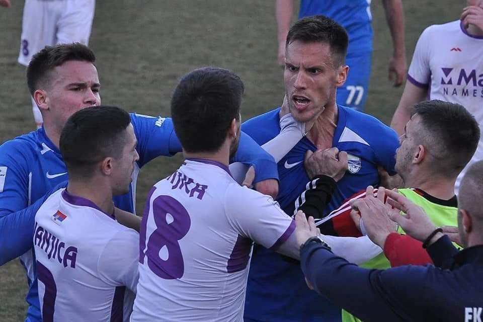 POTPUNI HAOS U IVANJICI: Sudija poništio gol Pazarcima, uslijedila opšta gužva i sukob igrača (Video)